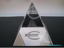 Krištáľová pyramída EUR